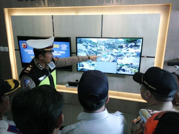 CCTV Cirebon - Polisi Mulai Pasangi CCTV di Jalur Mudik