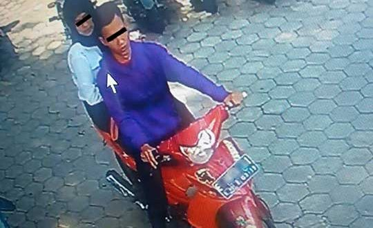 CCTV Cirebon - Sepasang Kekasih Spesialis Pencuri Helm Tepergok Satpam Unswagati