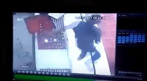 CCTV Cirebon - Aksi Brutal Perampokan Toko Emas di Indramayu Terekam CCTV